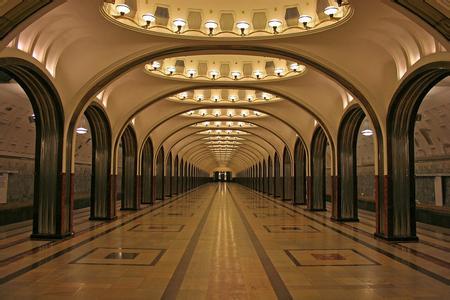 郑州中青旅,河南中青旅,郑州旅行社,俄 罗斯圣彼得堡地铁