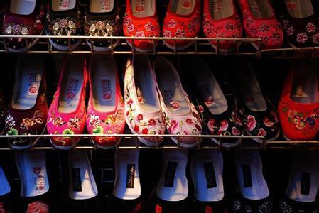 郑州旅游公司,河南旅游公司,郑州青年旅行社,平 遥手工鞋