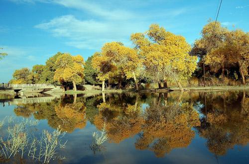 嘉峪关、敦煌、天池、吐鲁番丝绸之路三卧八日游