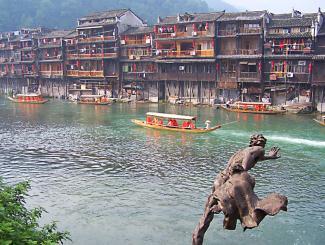 趣湘西:张家界、宝峰湖、大峡谷玻璃桥、芙蓉镇、凤凰古城双卧五