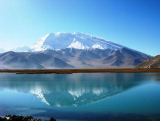 魅力新疆:天山天池、吐鲁番、喀纳斯湖、白沙湖、五彩滩、胡杨林