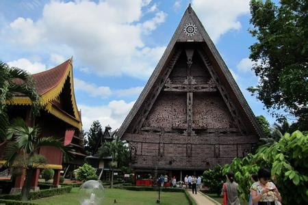 郑州旅游公司,河南旅游公司,郑州青年旅行社,印 度尼西亚缩影公园