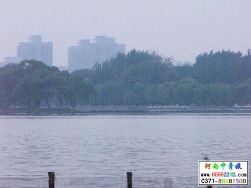 大明湖公园是济南三大名胜之一,是泉城重要风景名胜和开放窗口